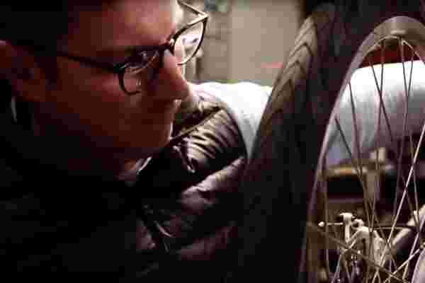这位受伤的退伍军人恢复了建立电动自行车业务的热情
