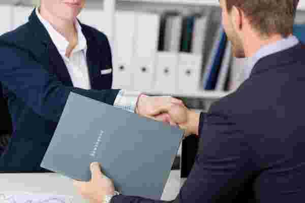 """在公司发展初期雇用合适的 """"合适"""" 的5个技巧"""
