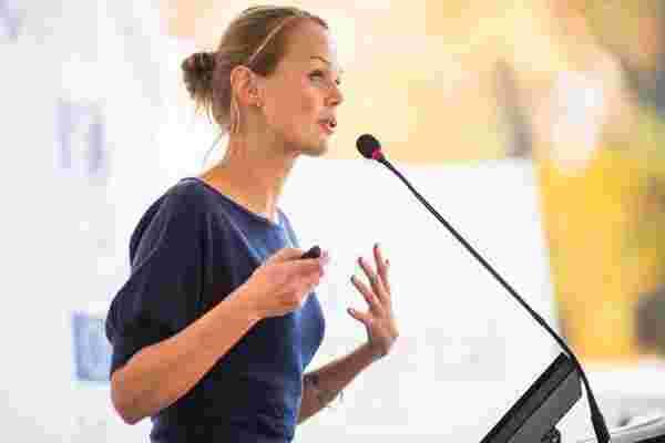 谈话并不便宜: 预订演讲者时要问的8个问题